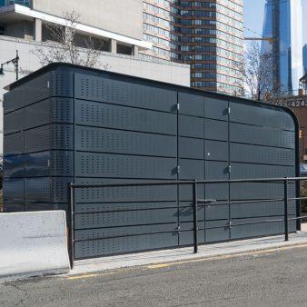 Fabrication et installation d'enclos protecteur de bornes de recharge d'autobus électriques.